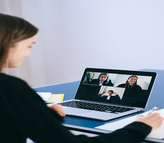 What Makes A Woman More Confident In Online Meetings